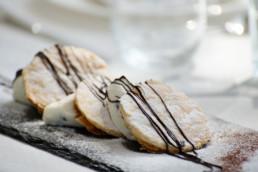 dessert di sfoglia con crema e scaglie di cioccolato - villa la fenice